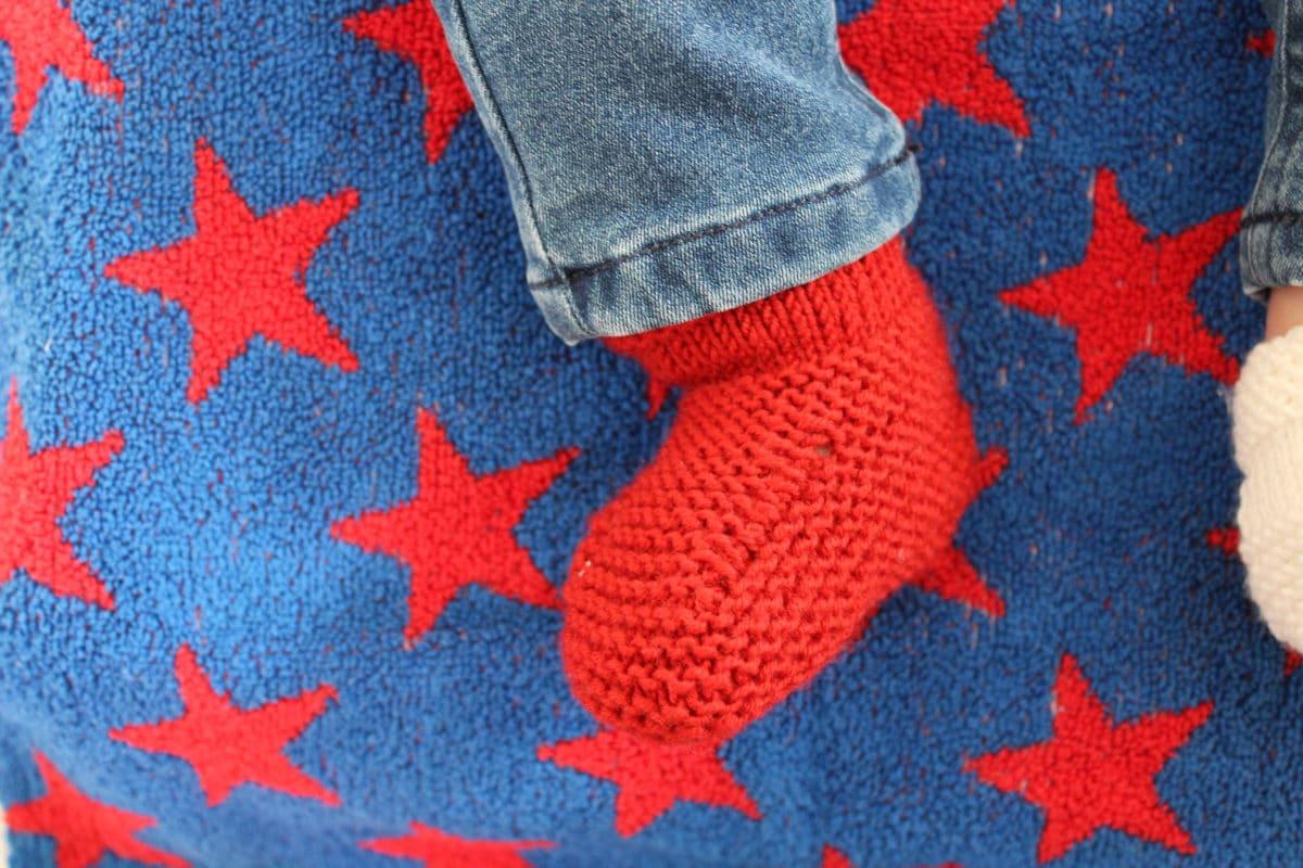 chausson rouge porté étoiles